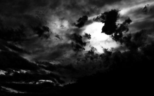 Karanlık Yükseklerde Işık